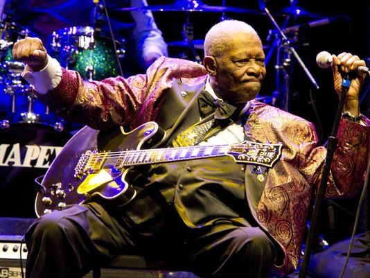 BB King's public viewing draws more than 1000 people