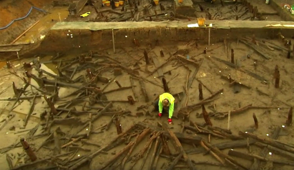 Britain's Pompeii: A Bronze Age Time Capsule, With Footprints, Clothes, And …